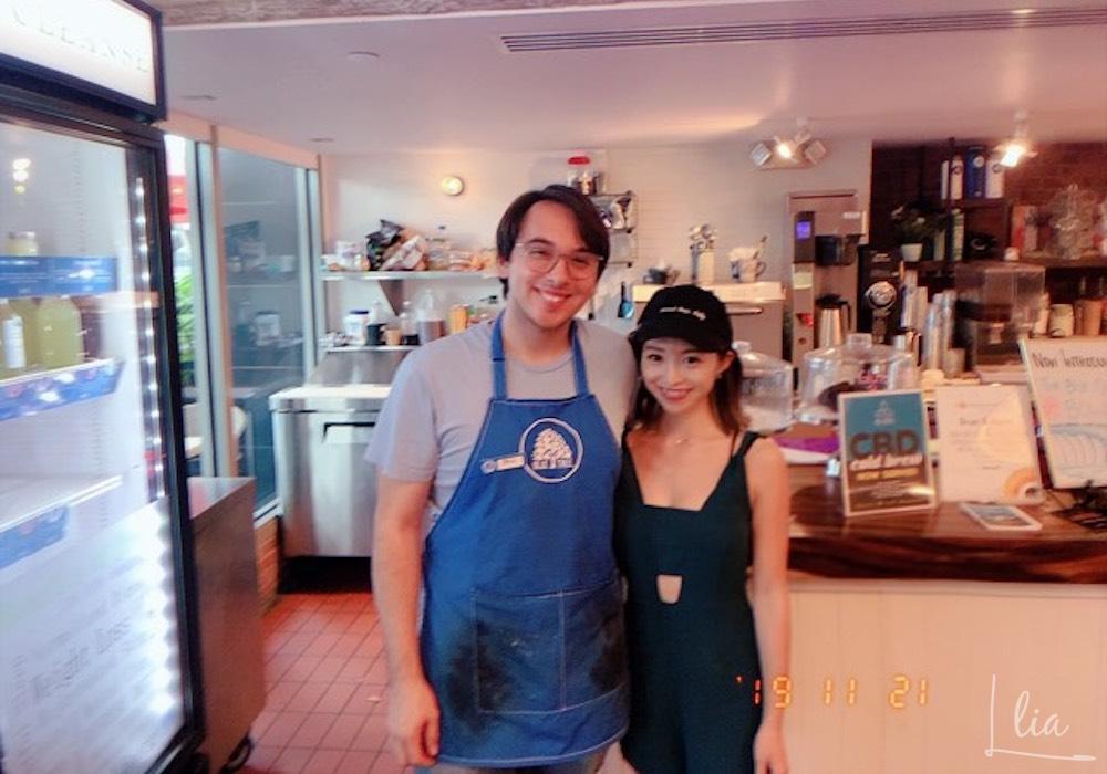 ブルーツリーカフェのスタッフさんと写真