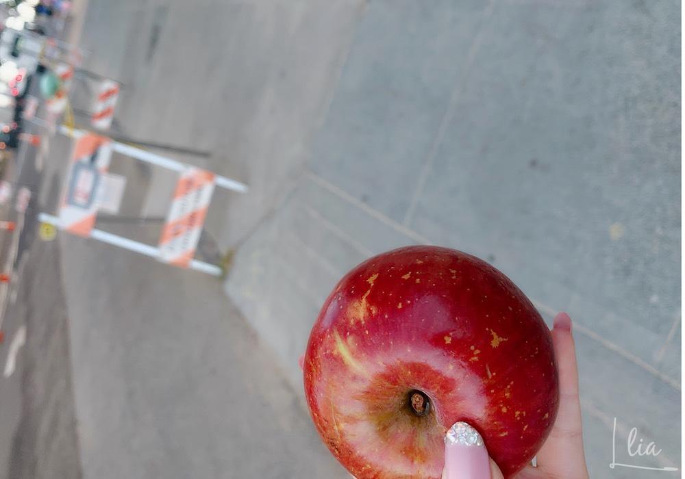 IIEへの登校はリンゴをムシャムシャしながら